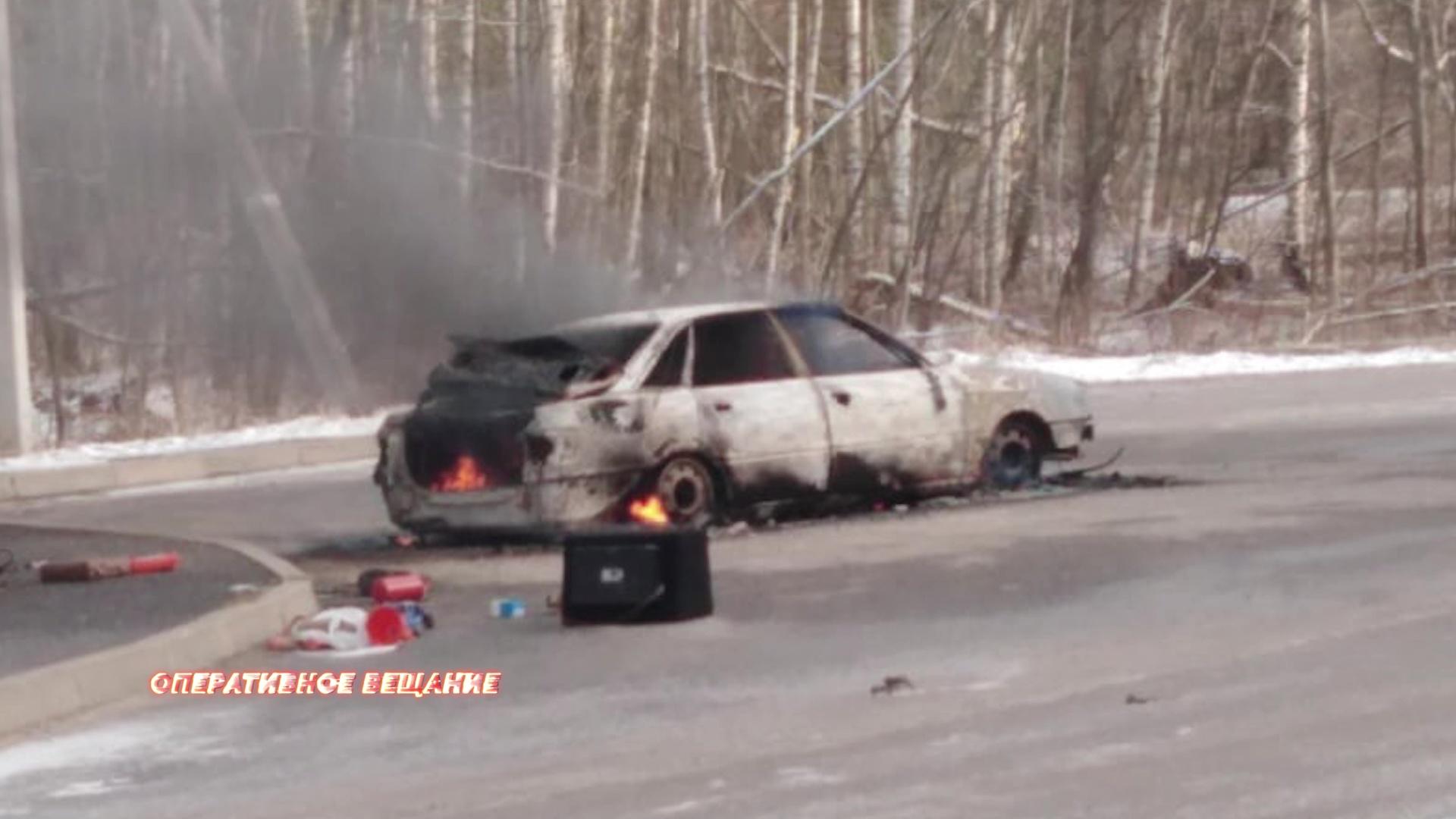 В Рыбинском районе прямо на дороге сгорела иномарка