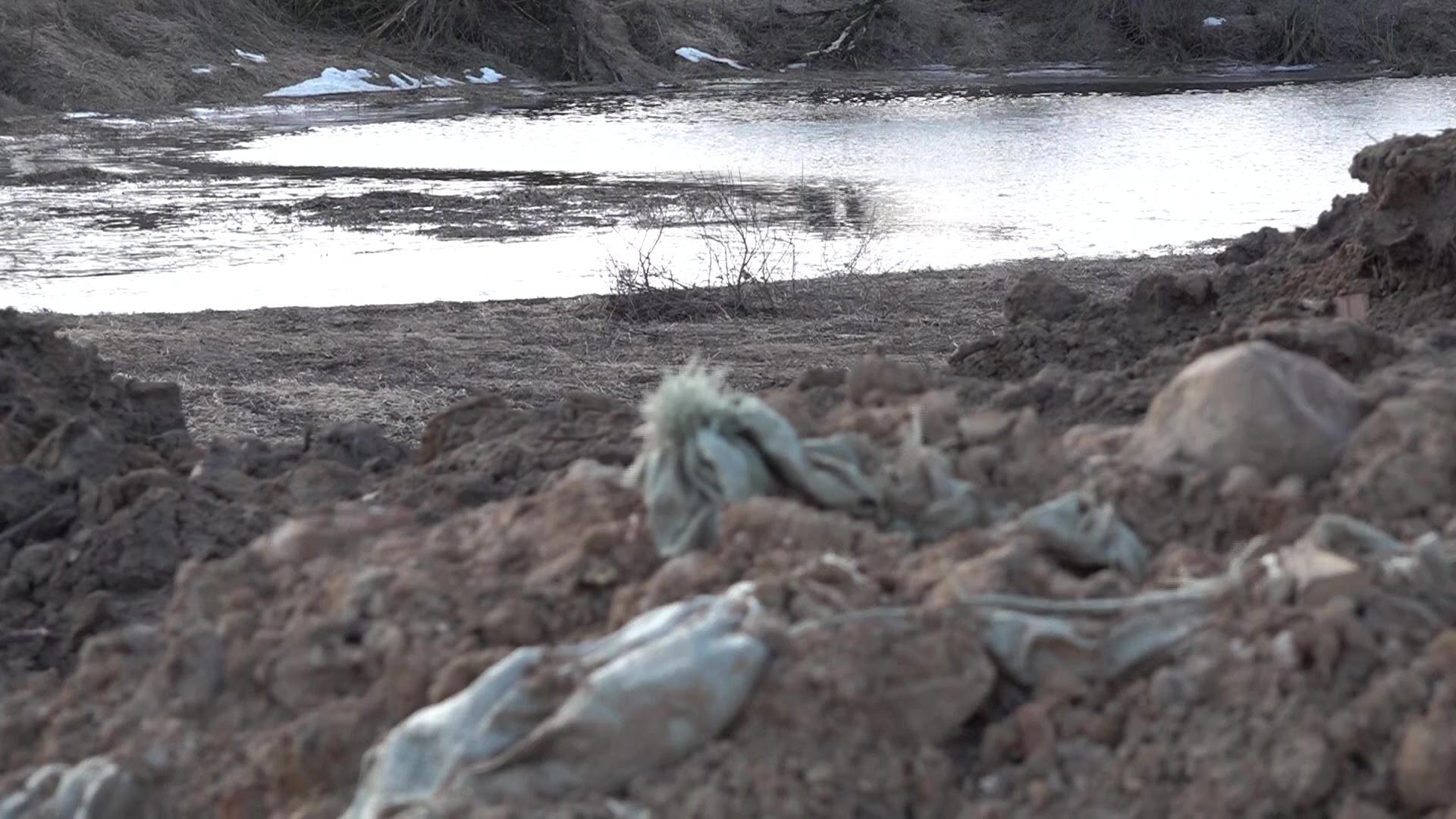 Отходы, грязь и разбитая дорога: жители поселка Сопёлки пожаловались на строительство дома