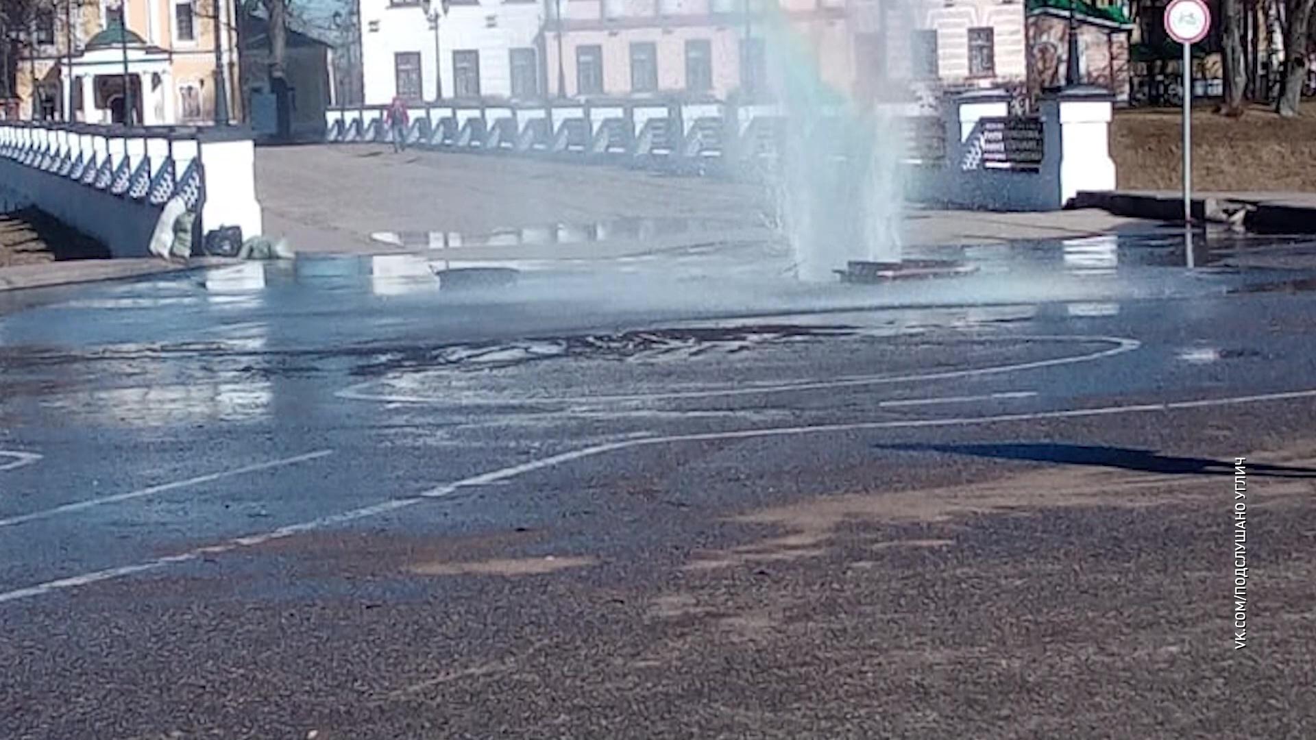 На центральной площади Углича забил фонтан