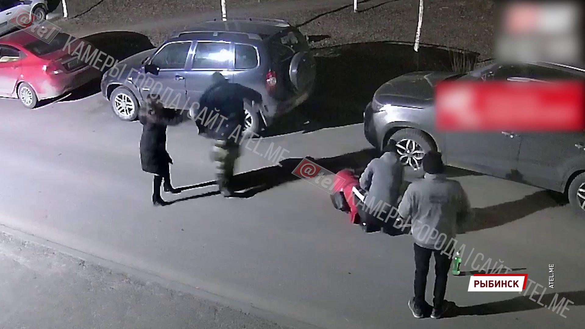 В Рыбинске компания приятелей избила своего друга прямо на улице и обокрала его