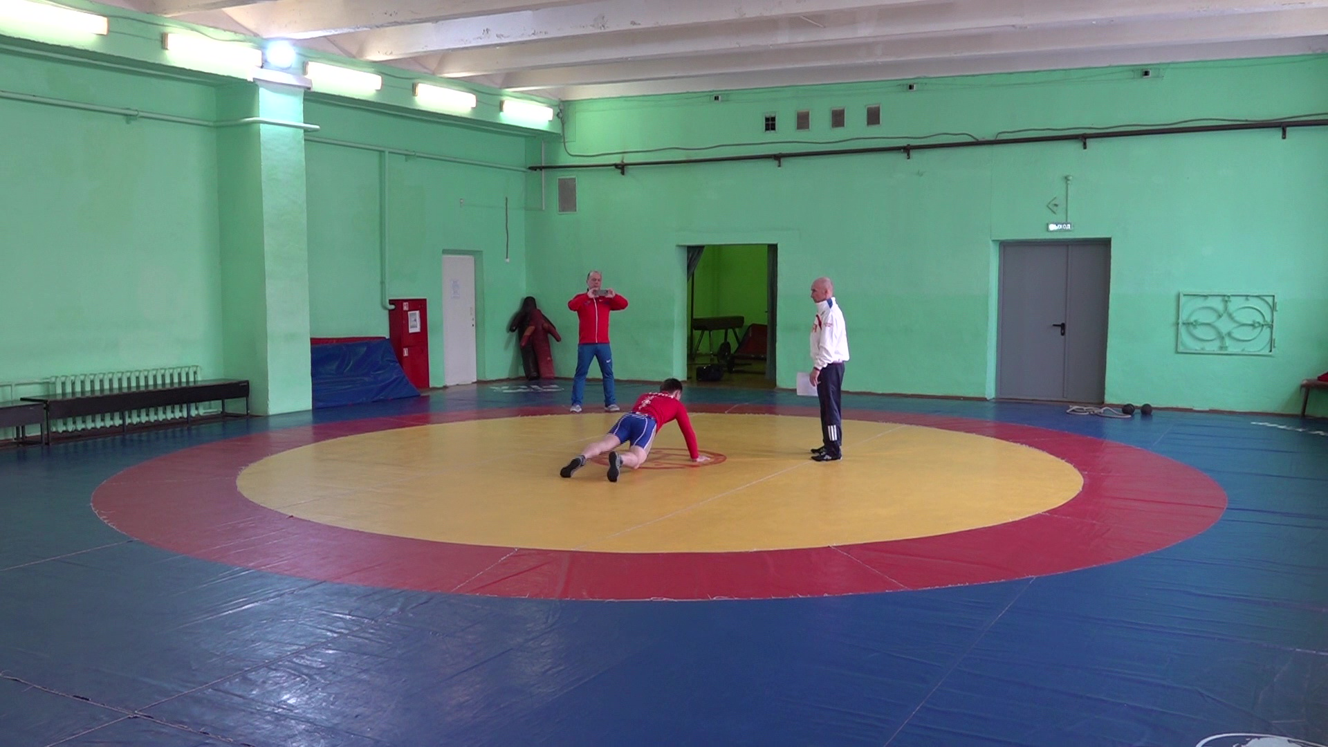 Ярославская школа спортивной борьбы тренируется на «удаленке»