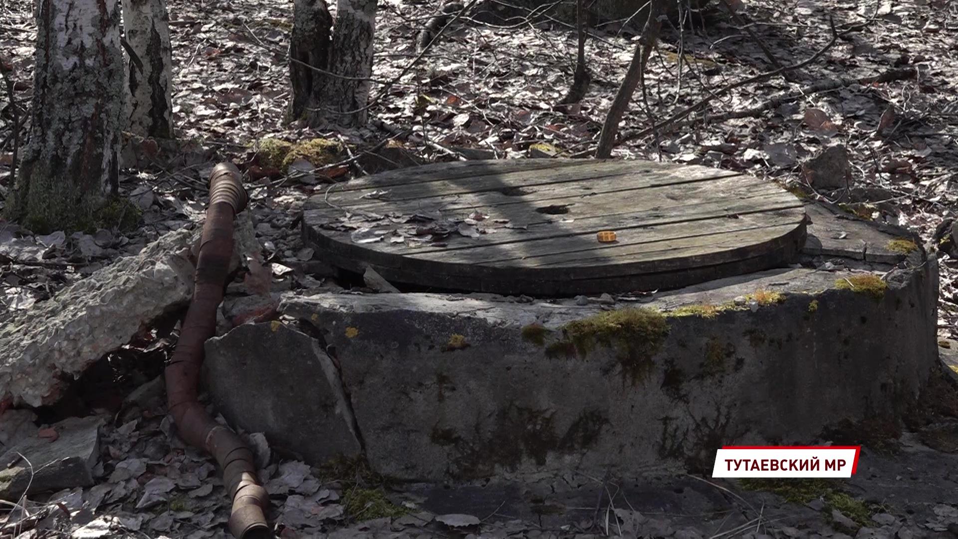 Жителей Константиновского обеспокоили фотографии колодца с мазутом у реки