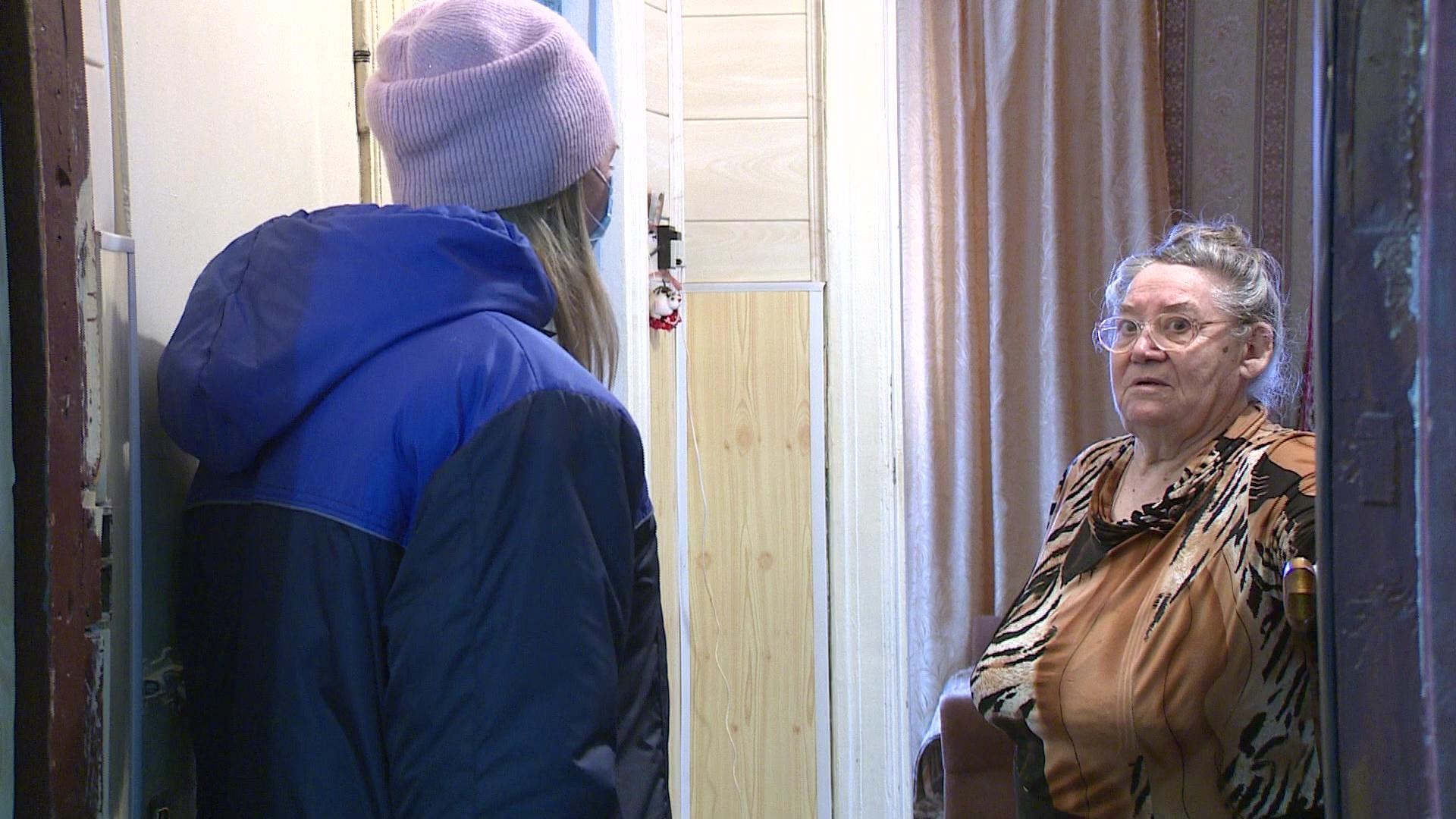 Волонтеры и соцработники помогают пенсионерам, ушедшим на самоизоляцию из-за коронавируса