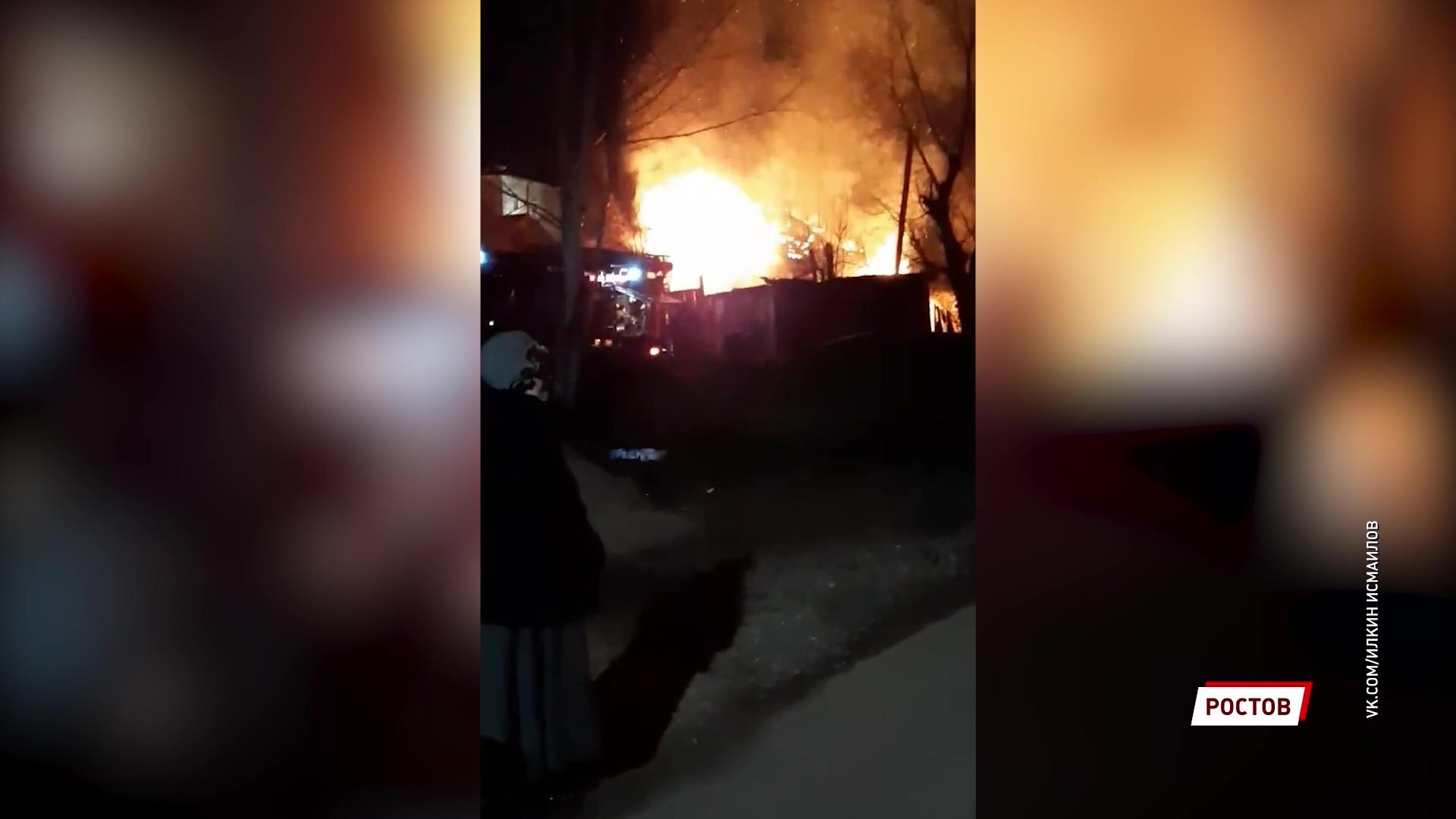 В Ростове сгорел бесхозный дом, который ранее облюбовали бездомные