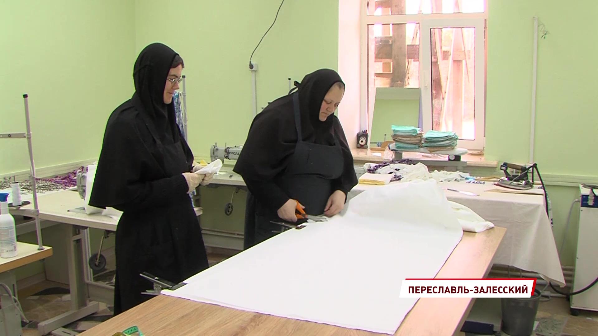 Вслед за промышленниками к пошиву масок присоединились и монастыри