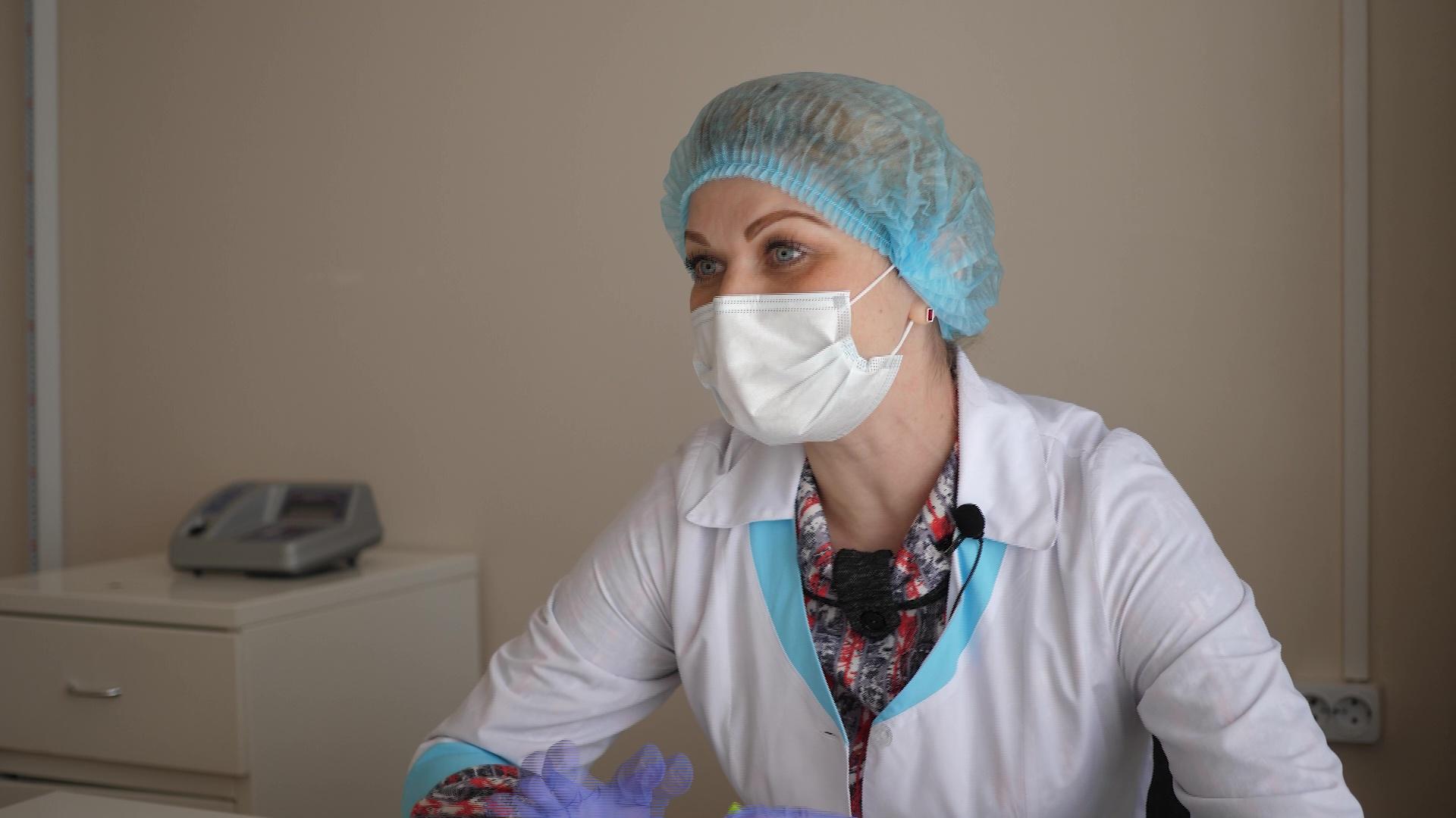 «Хочу наконец-то обнять родственников»: медсестра рассказала, как работает в условиях коронавируса