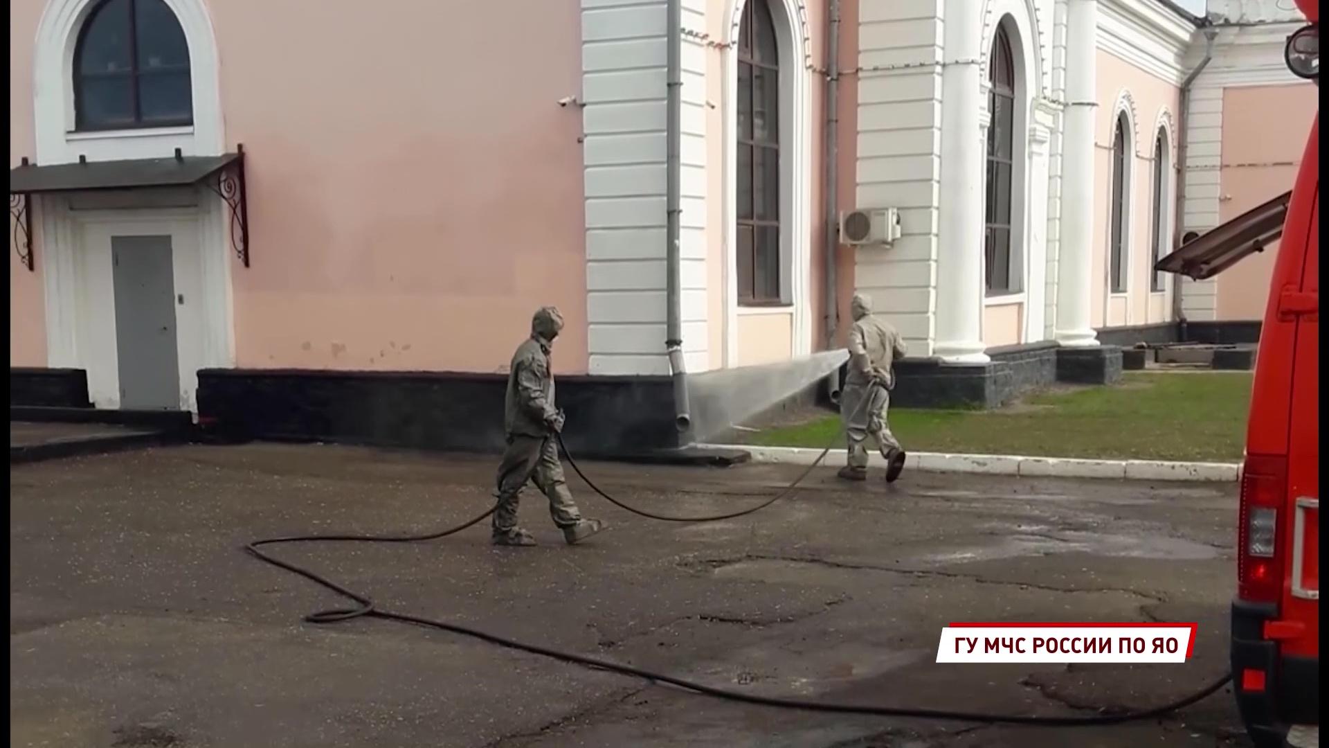Сотрудники МЧС продезинфицировали Московский вокзал