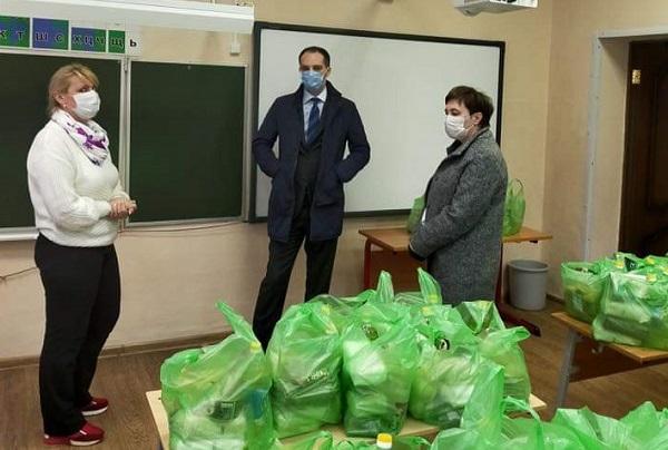 В Ярославской области совершенствуют систему распределения продуктовых наборов школьникам и студентам