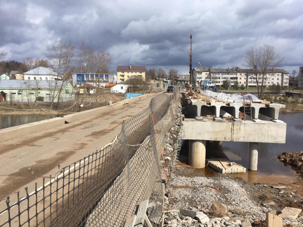 В Большесельском районе на мосту через Юхоть начали демонтаж железобетонных балок