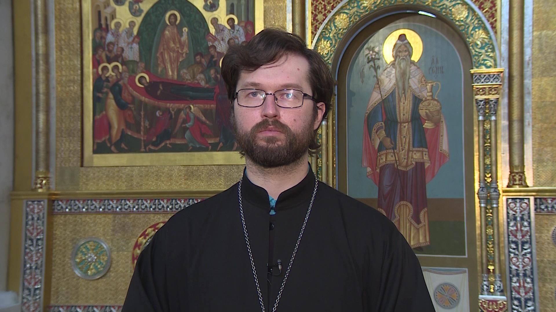 Александр Сатомский объяснил, стоит ли идти в храм на Пасху и как освятить куличи