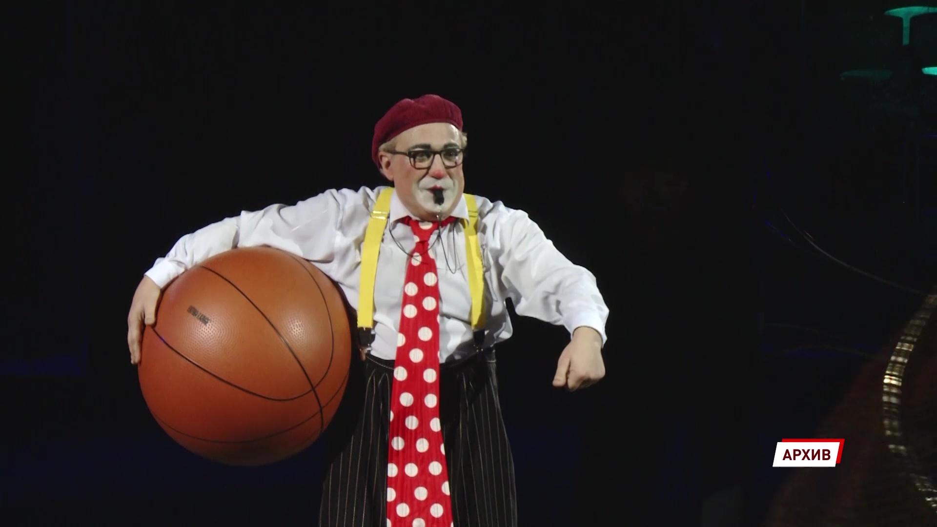 «Это смелые под куполом прыжки»: артисты цирка отметили профессиональный праздник