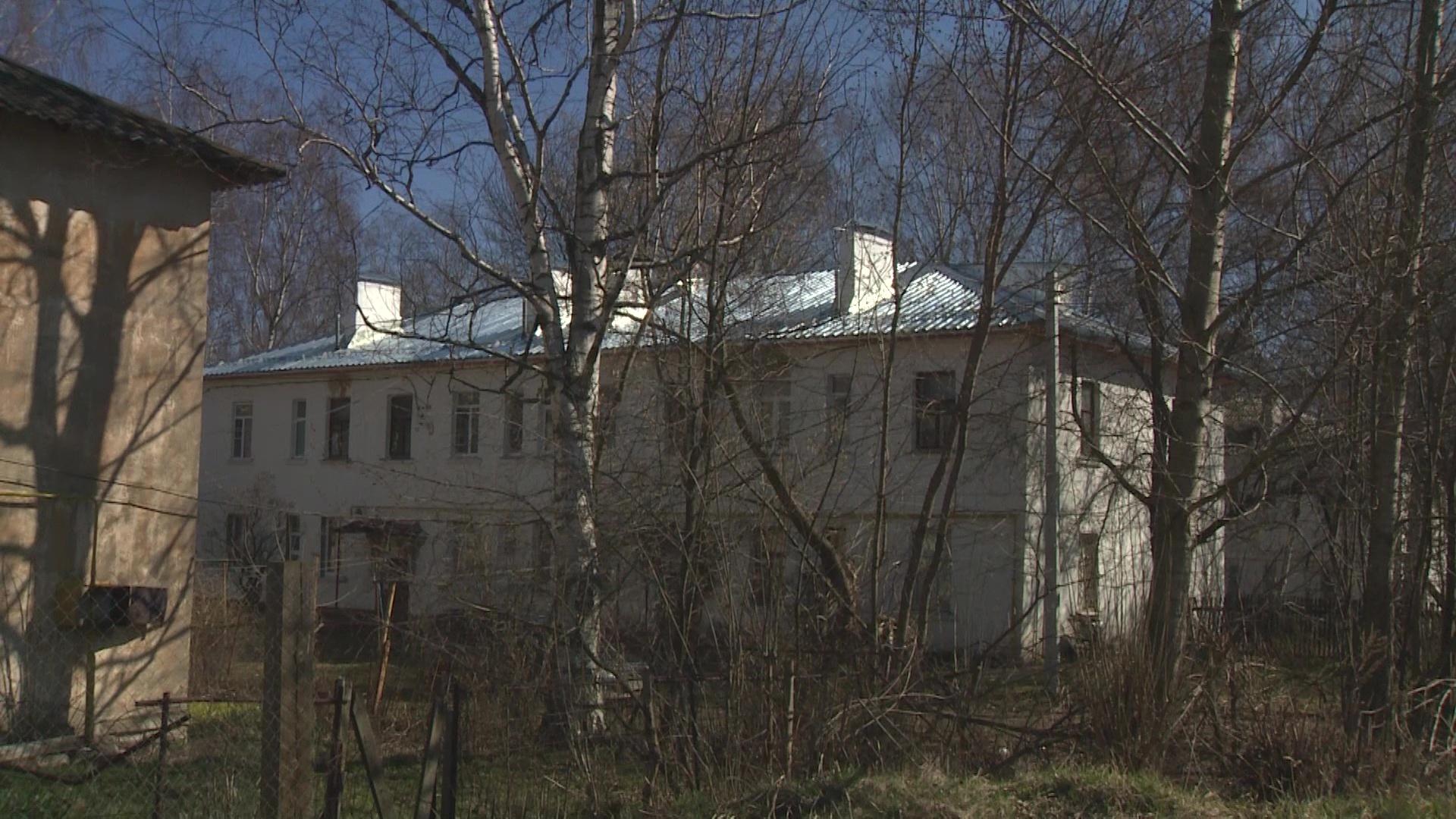Еще один дом в Ярославле может похвастаться новой крышей