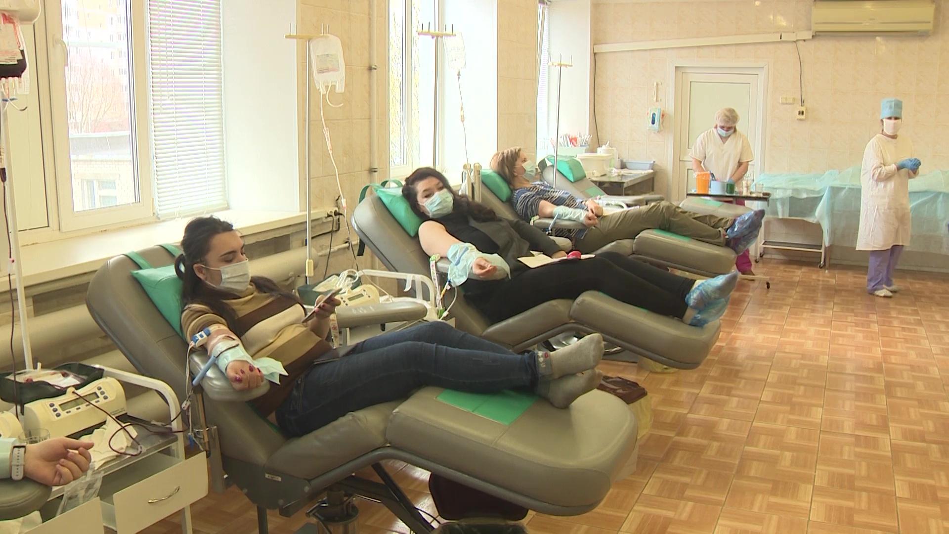 Доноры продолжают сдавать кровь, несмотря на режим самоизоляции
