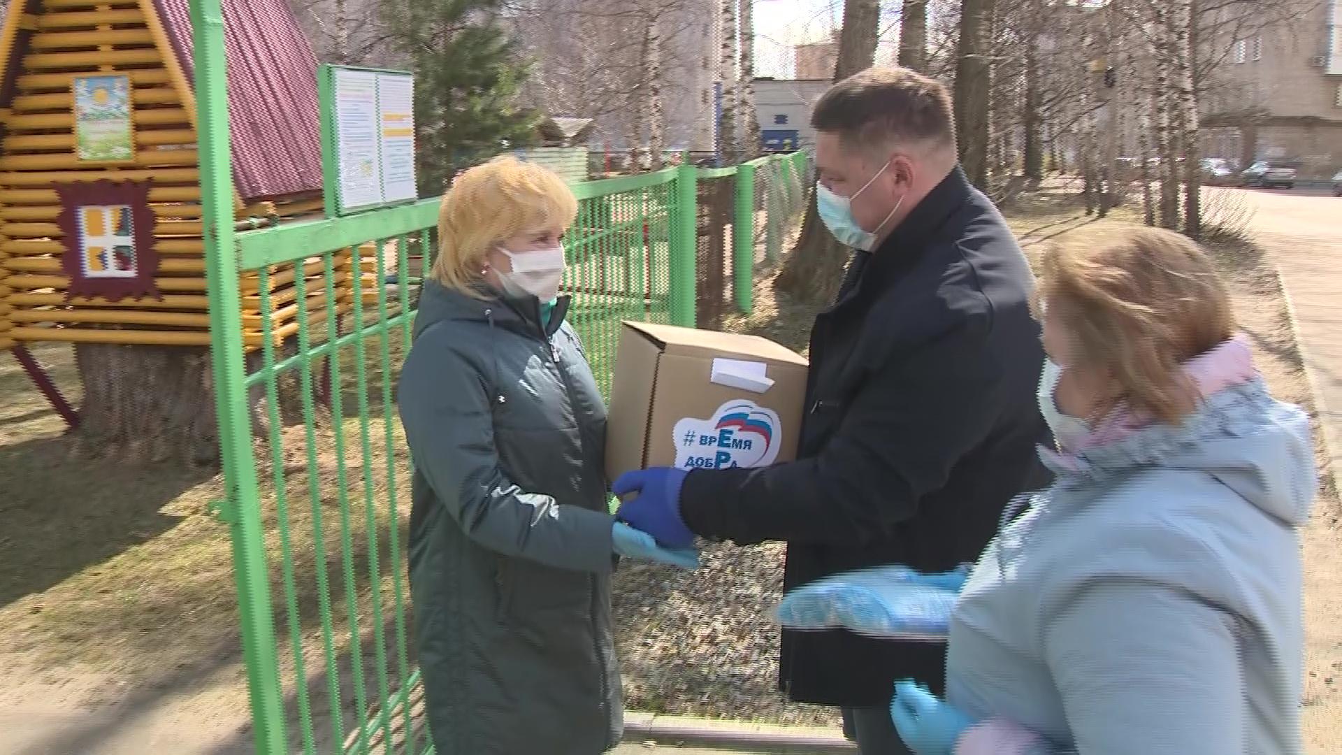 Детям – игрушки, нуждающимся – продукты: «Русский танк» продолжает волонтерскую работу