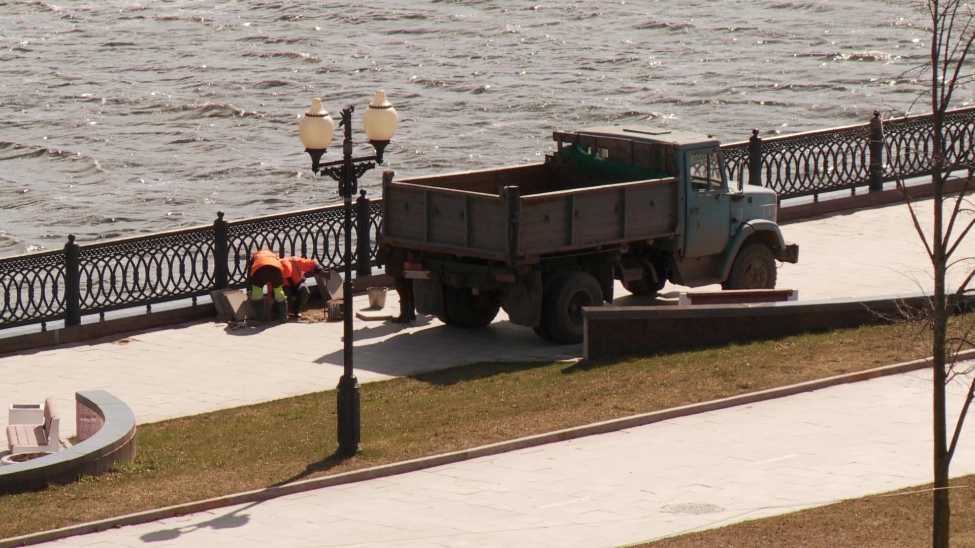 Волжскую набережную Ярославля восстанавливают после февральского паводка