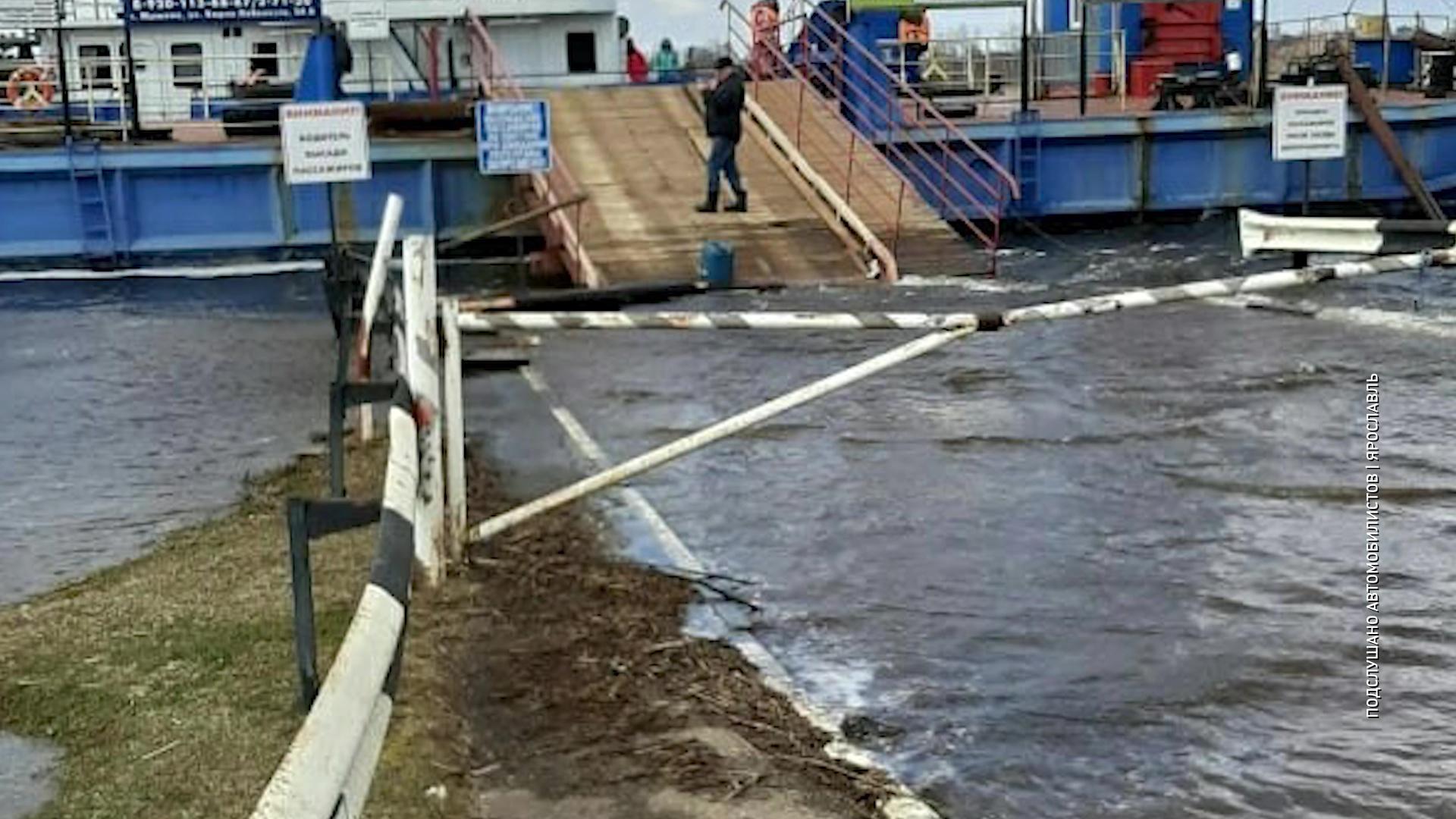 Часть причала в Мышкинском районе ушла под воду