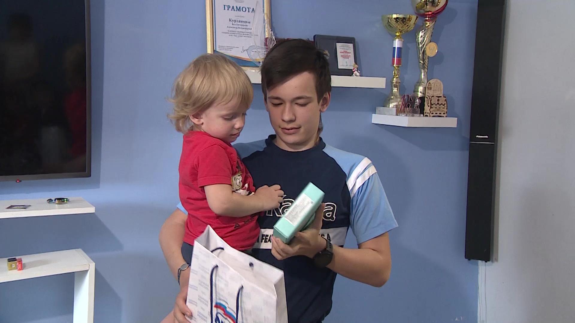 Ярославским школьникам дарят планшеты в рамках акции «Помоги учиться дома»