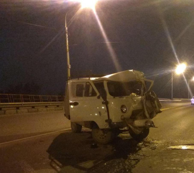 На Октябрьском мосту столкнулись два автобуса и две машины: есть погибший