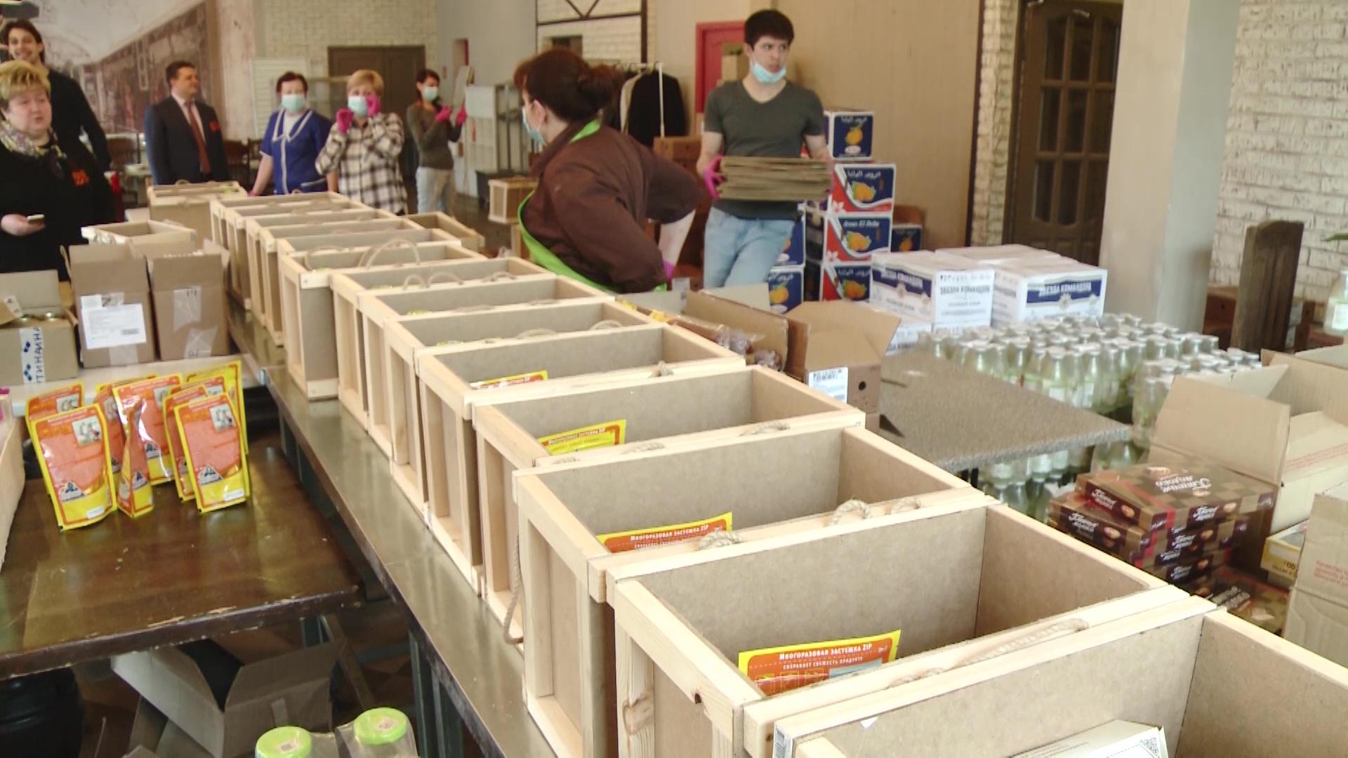 Ветеранам Великой Отечественной и блокадникам передали более тысячи продуктовых наборов