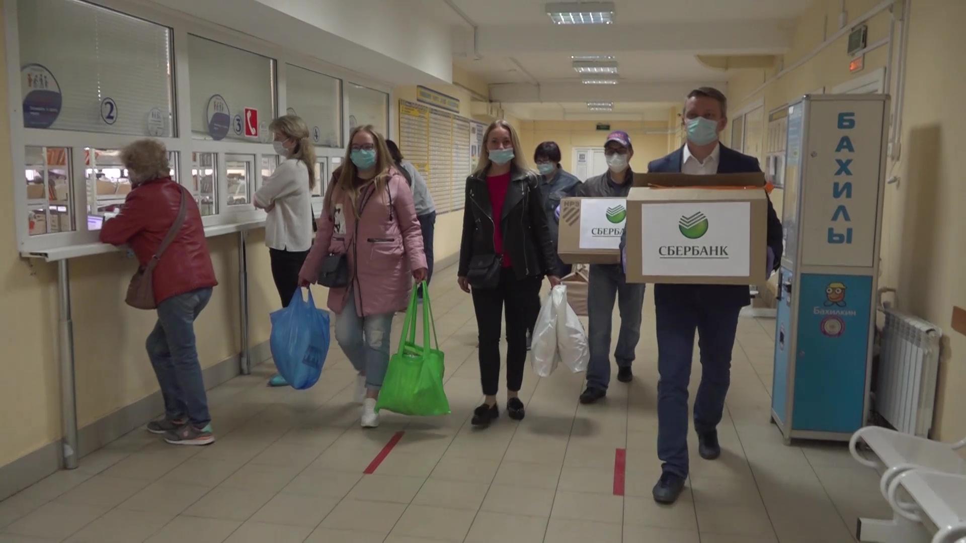 Сотрудники одного из крупнейших банков закупили респираторы и защитные костюмы для врачей