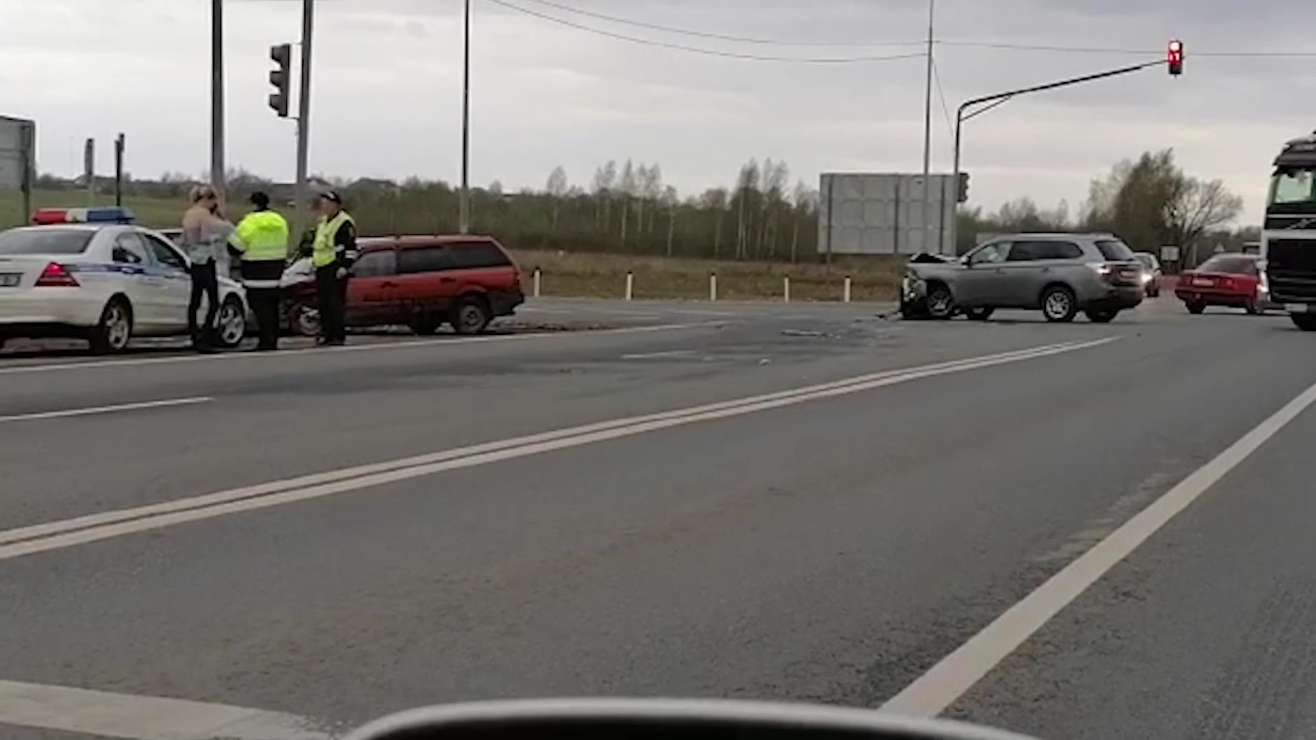 На улице Калинина в Ярославле дорогу не поделили две иномарки