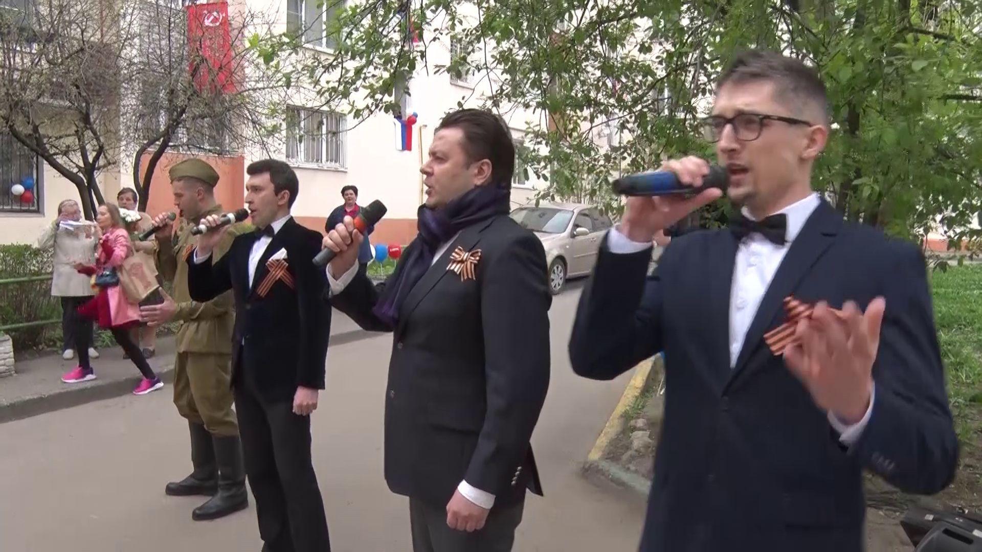 «Поем двором»: в День Победы над Ярославлем зазвучали песни военных лет