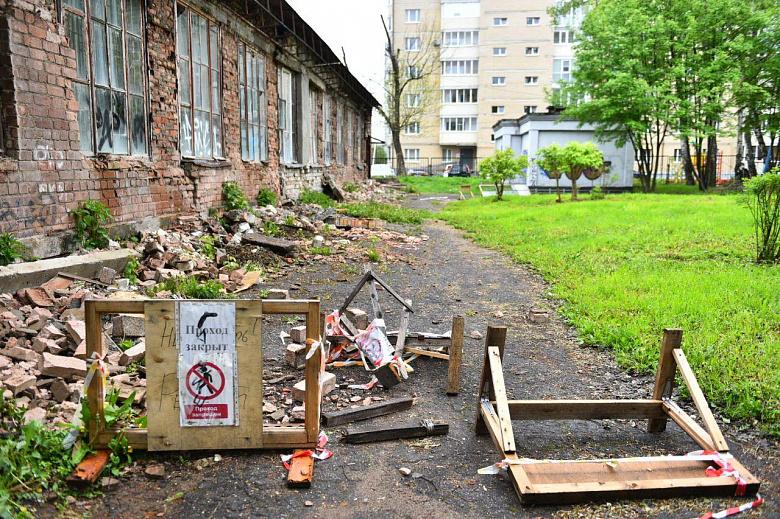 В Ярославле снесут опасную школьную пристройку в Кучерском переулке