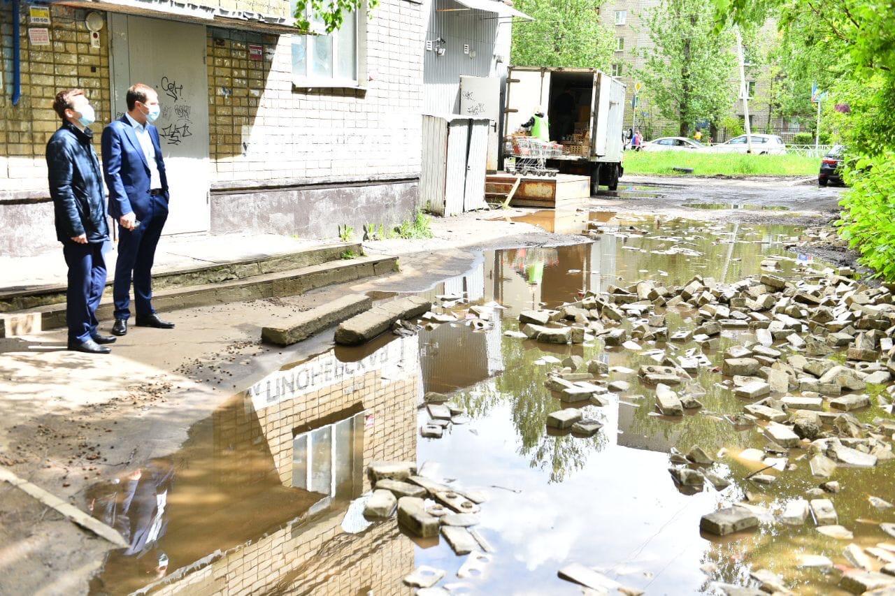 Хотели как лучше, а получилось… Владимир Волков попросил ярославцев не латать ямы кирпичами