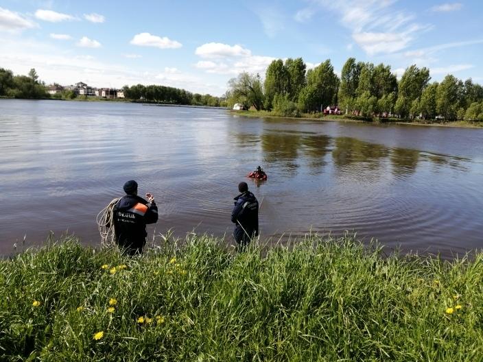Водолазы обследовали дно на Центральном пляже Ярославля перед купальным сезоном