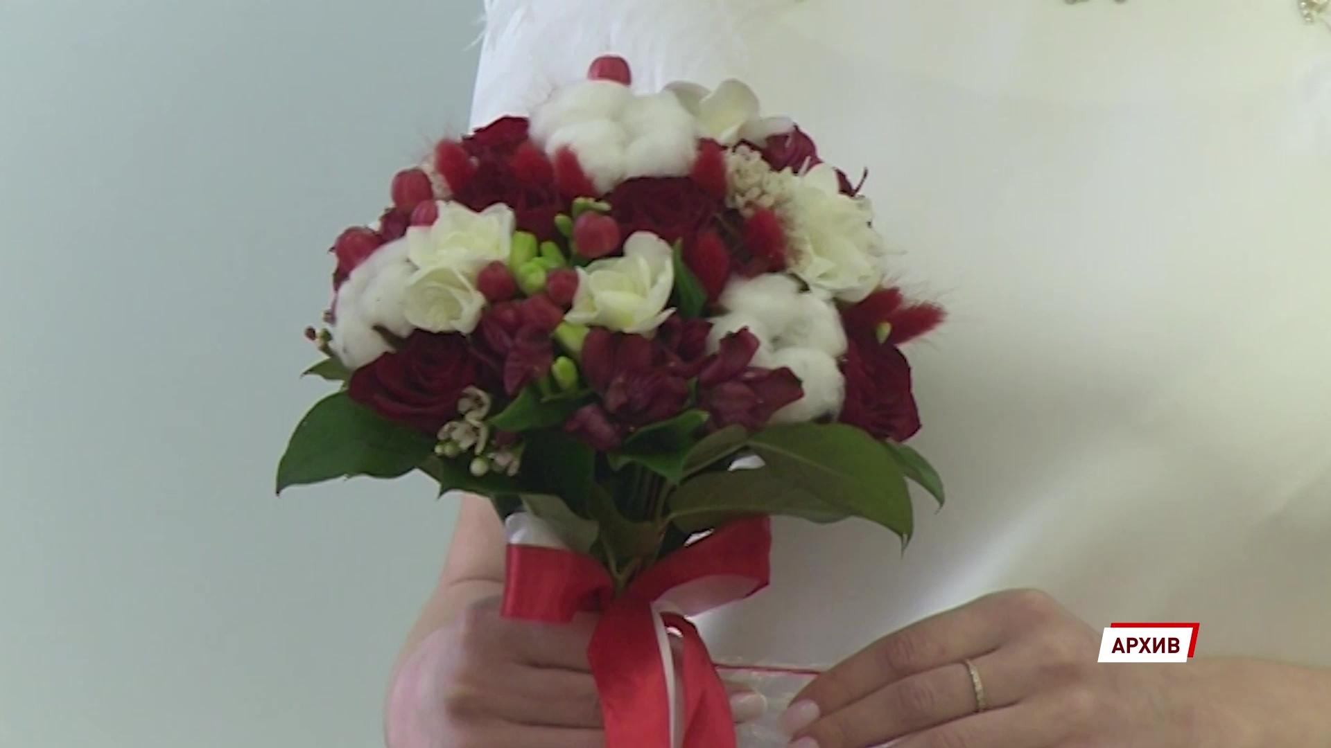 В Ярославской области еще на месяц отложили свадьбы