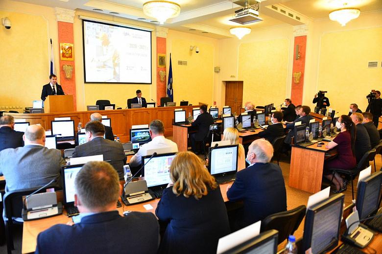 Владимир Волков отчитался перед депутатами муниципалитета