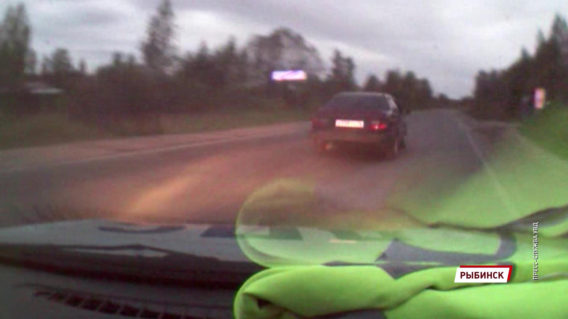 Под Рыбинском пьяный водитель без прав сбил пешехода, пытаясь скрыться от полиции