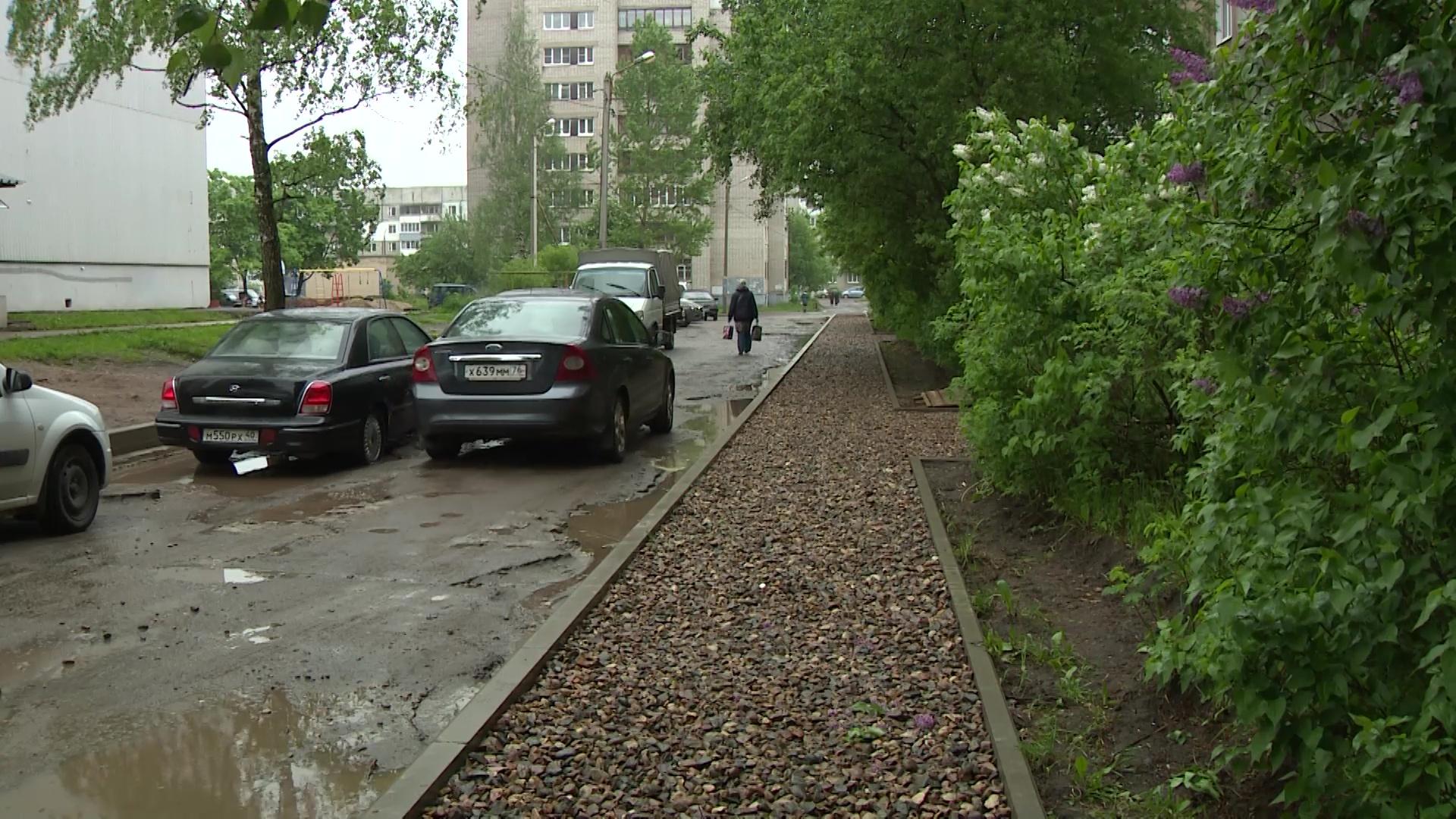 На улице Громова продолжается благоустройство дворов по программе «Решаем вместе!»