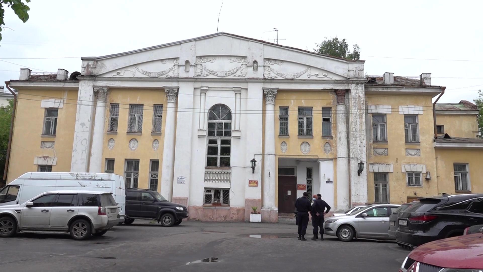 Военных принудительно выселяют из здания комиссариата на улице Ушинского