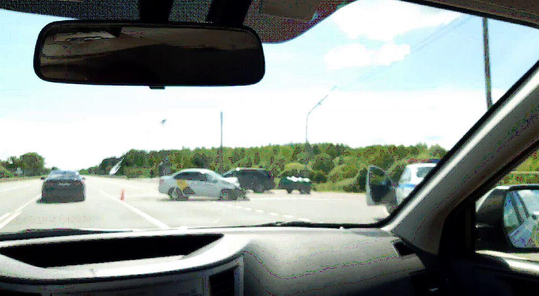 В тройном ДТП с такси на трассе М8 пострадали люди