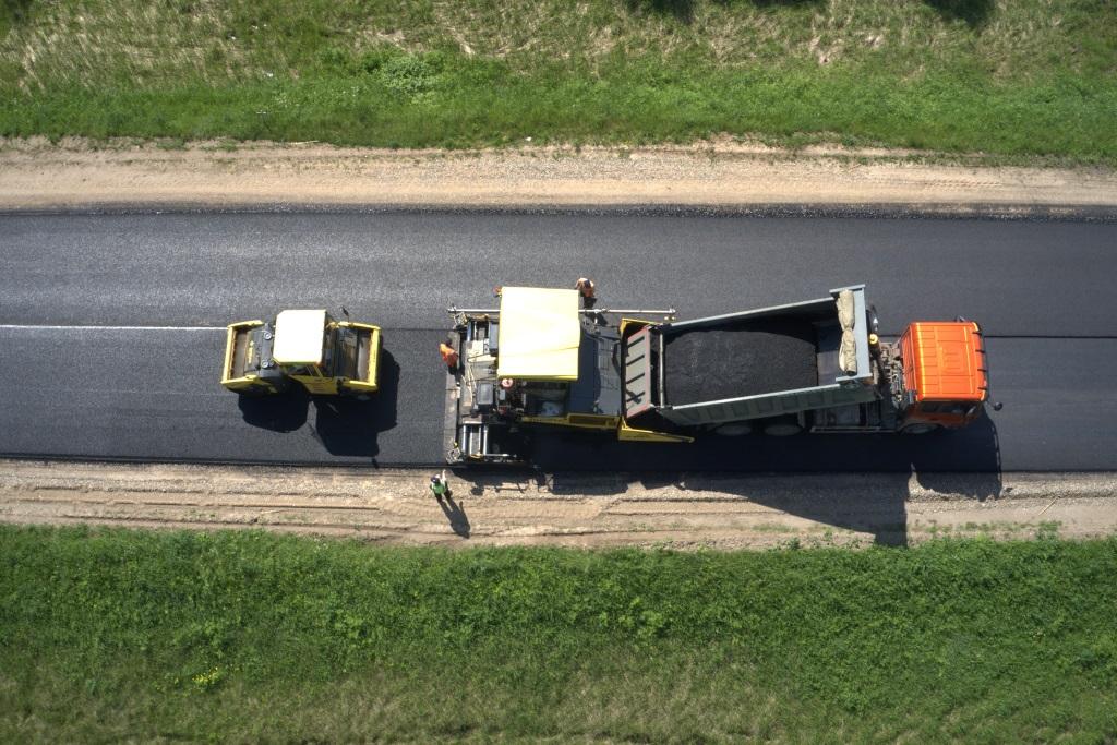 На девяти дорогах региона уже началась укладка асфальта в рамках нацпроекта БКАД