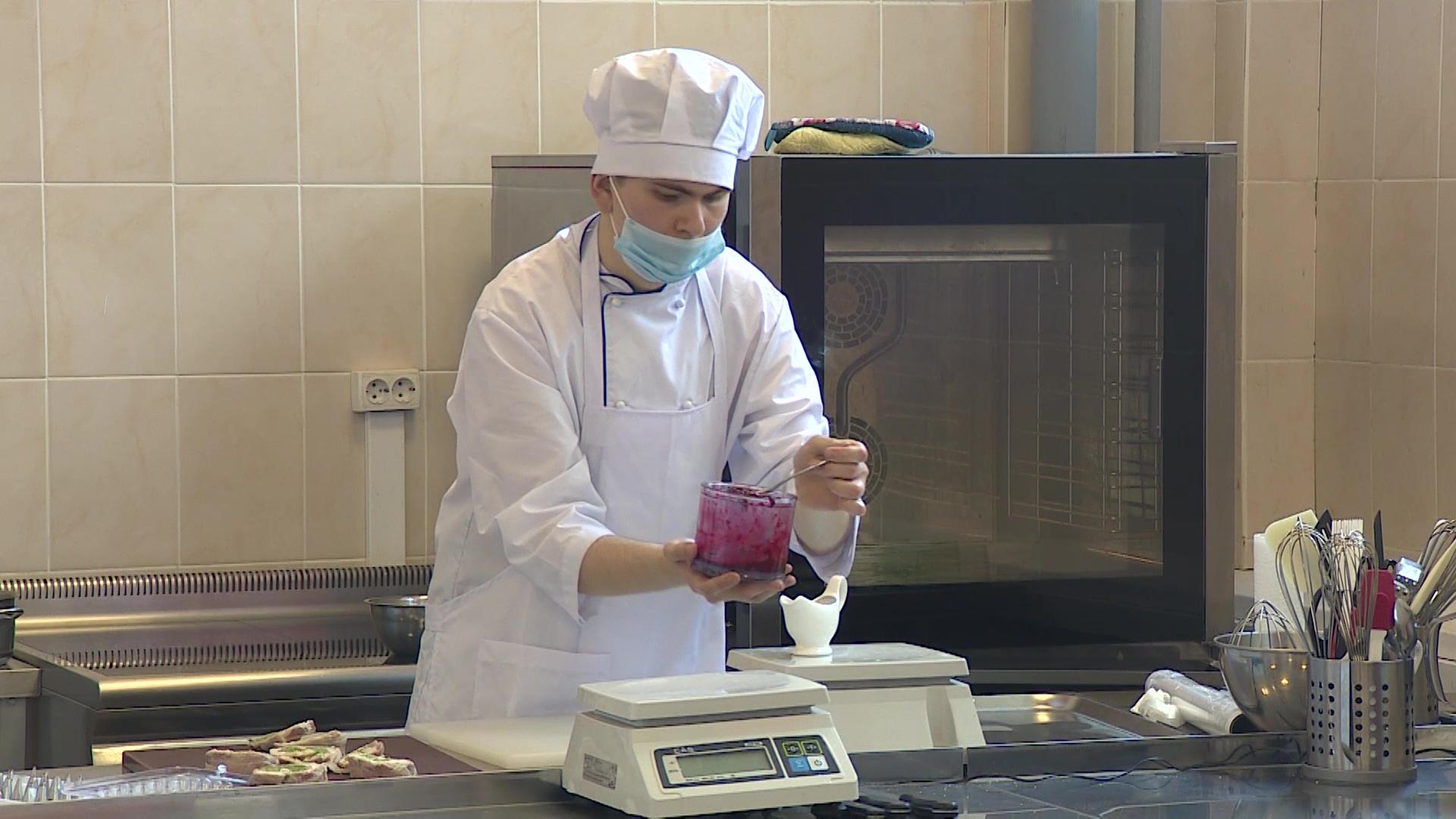 Будущие повара впервые сдали кулинарный экзамен без проб в дистанционном формате