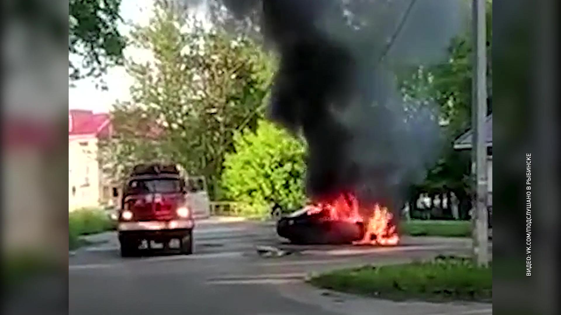 В Рыбинске дотла выгорела легковушка
