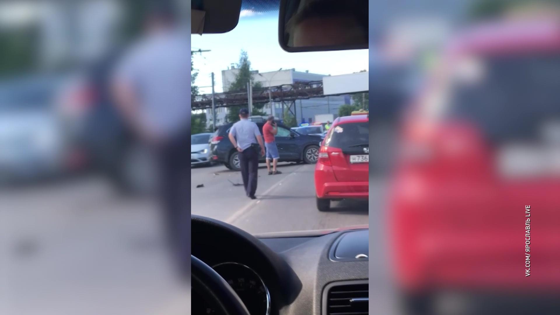 На проспекте Октября в Ярославле произошло сразу два ДТП