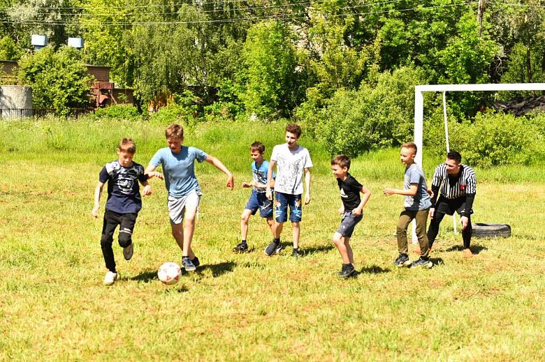 В Дзержинском районе благоустраивают сквер и универсальную спортплощадку
