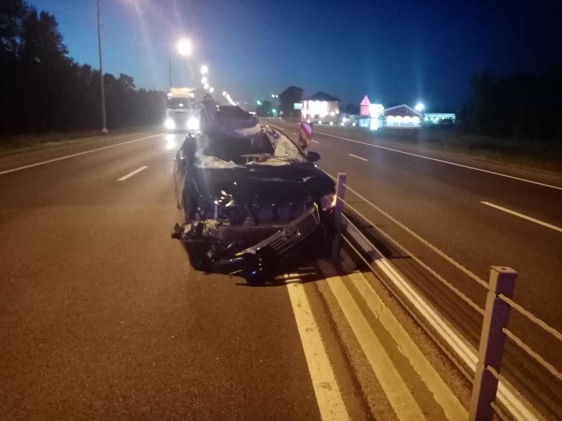 Авто всмятку: на трассе М8 легковушка врезалась в лося