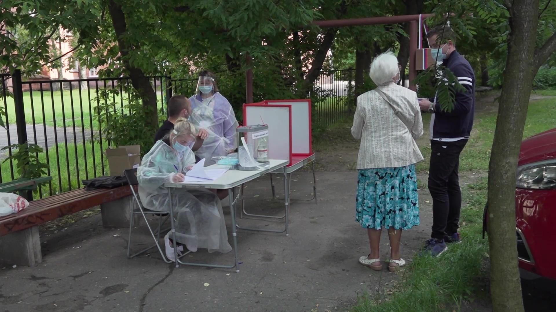 Сотрудники избирательных комиссий выезжают на дом к тем, кто не может самостоятельно сходить на участок