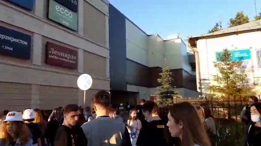 """ТЦ """"Аура"""" в Ярославле эвакуировали на второй день работы после ограничительных мер"""