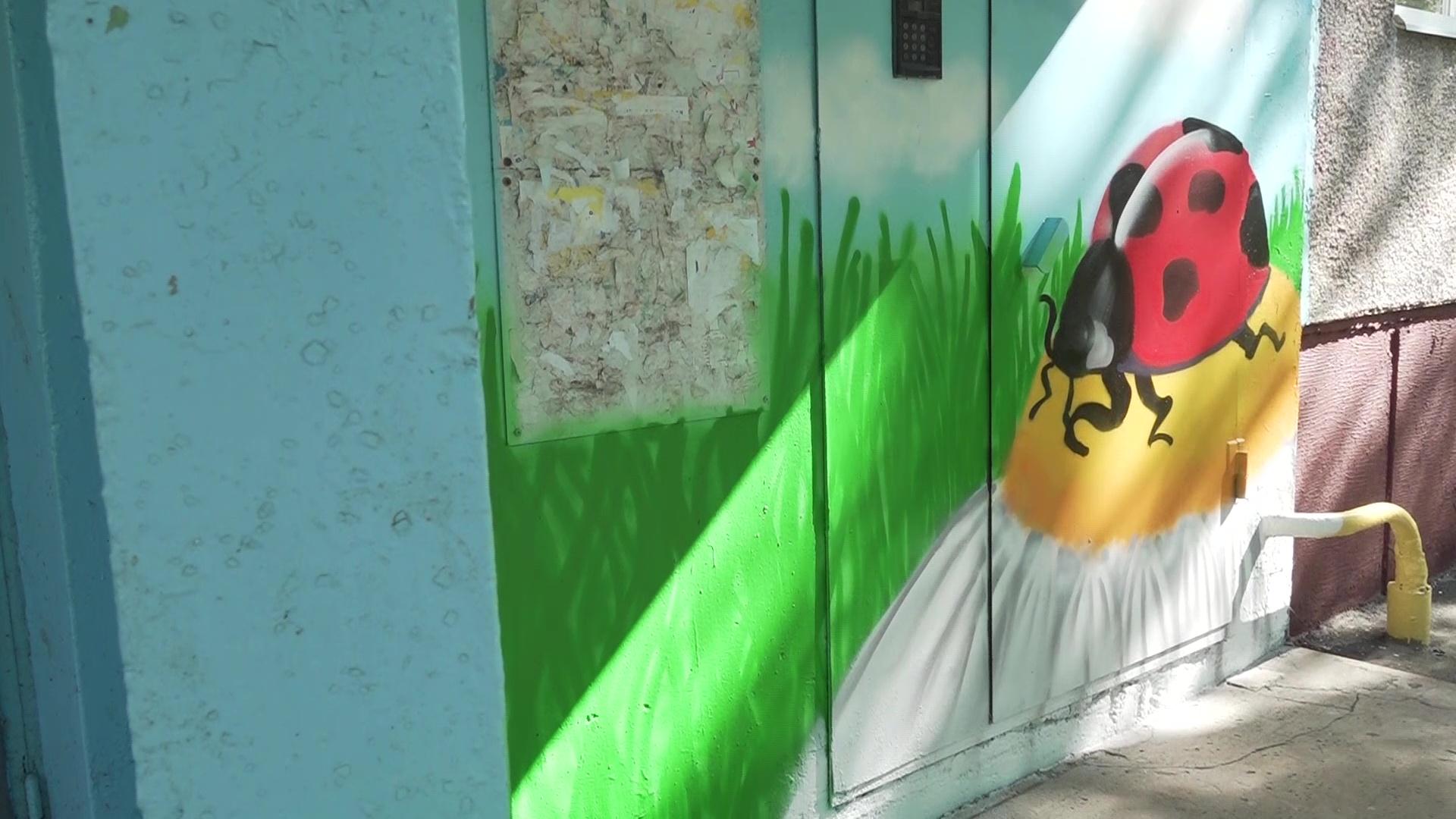 В Ярославле уличные художники расписали стены жилых домов