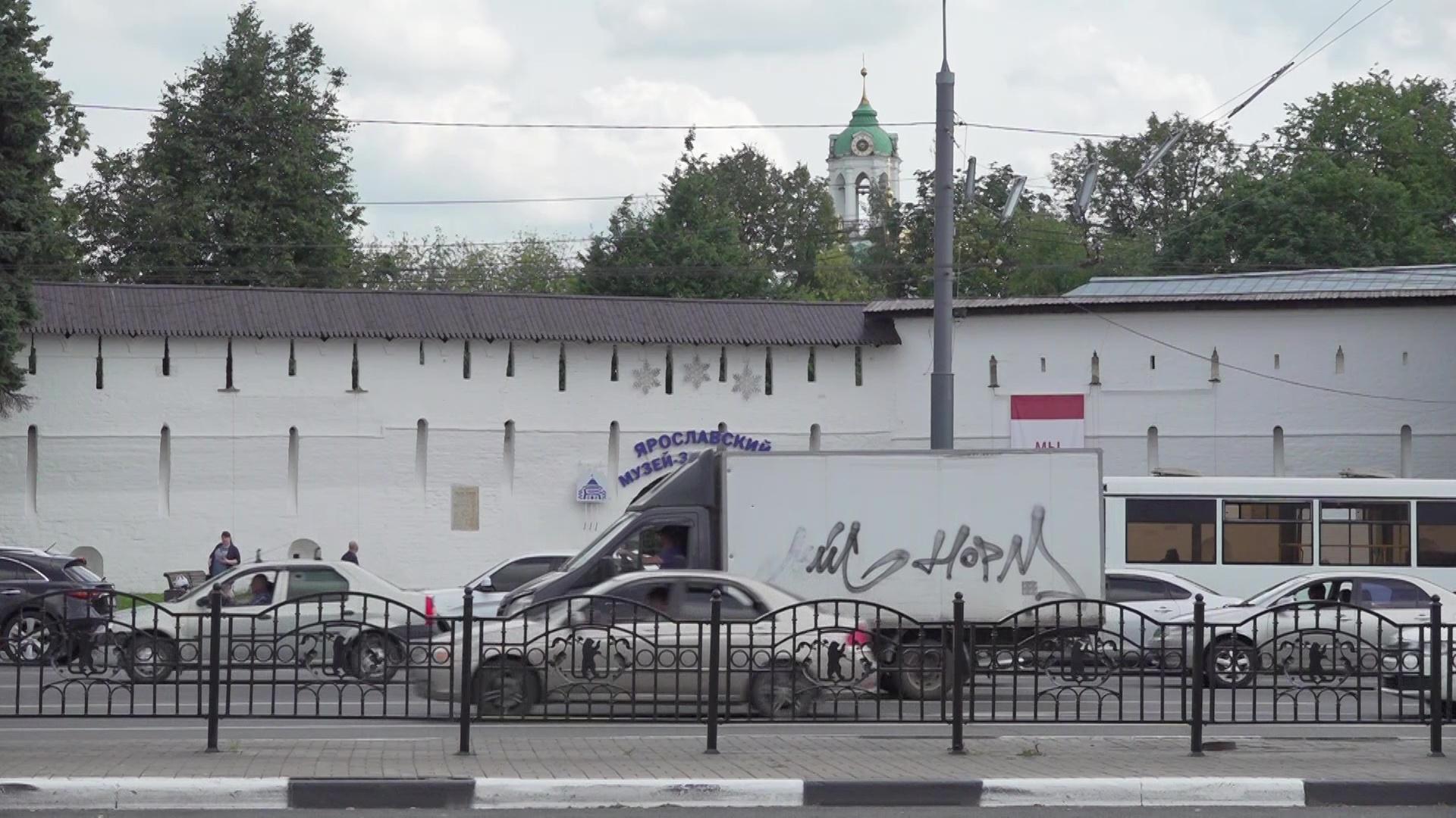 Ярославцы недовольны содержанием Богоявленской площади