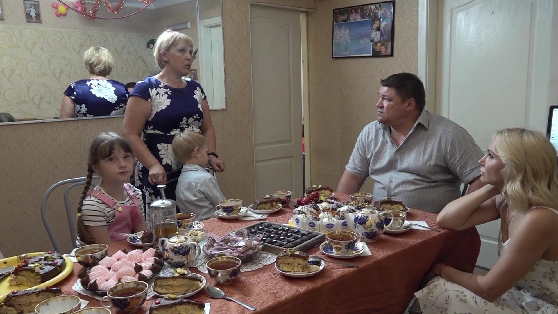 Семьи, в которых воспитываются по 10 детей, рассказали о своей жизни