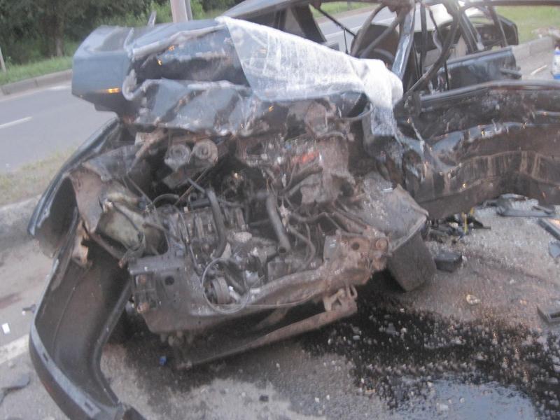 В серьезном ДТП в Ярославле погиб молодой парень