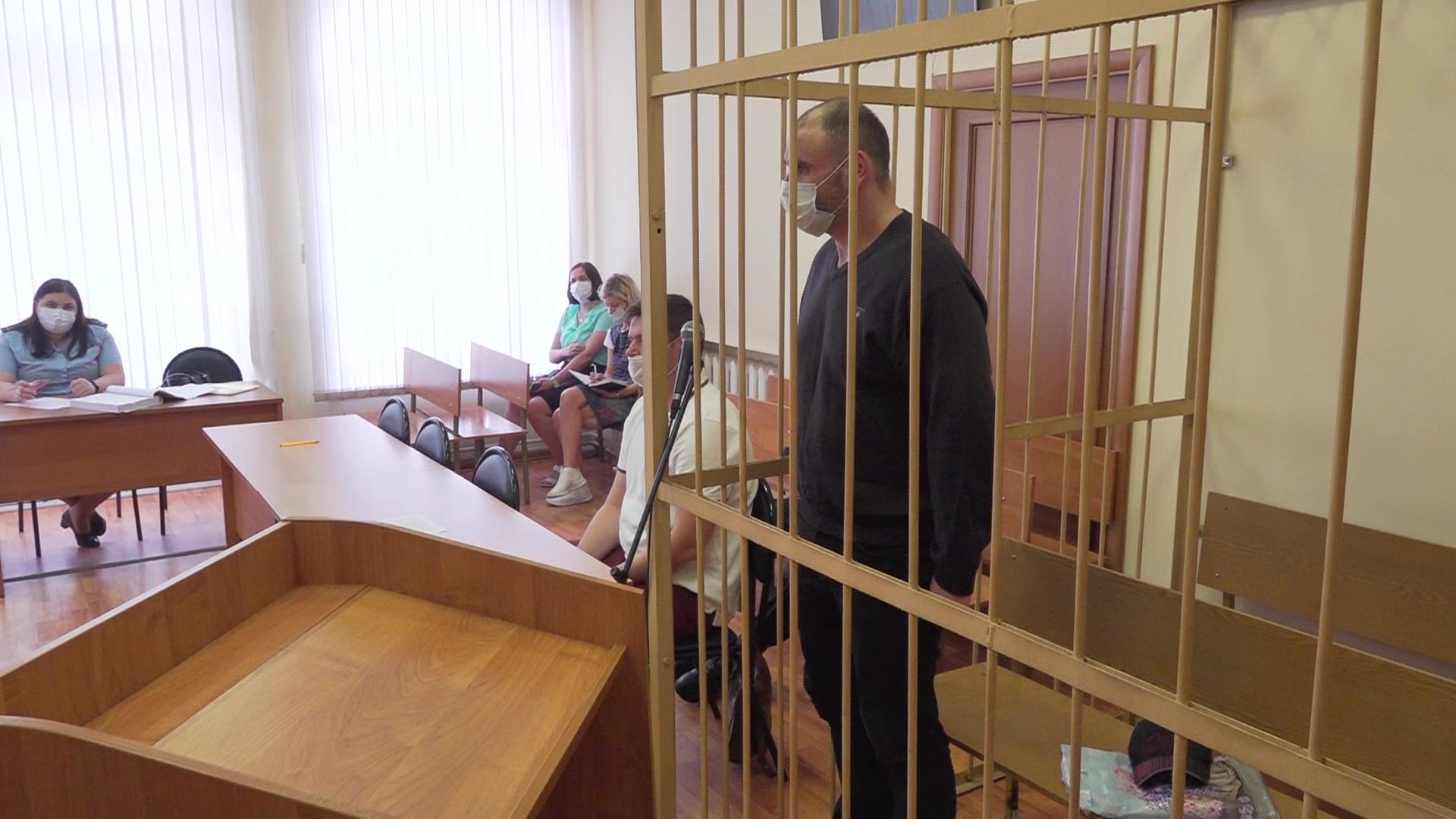 Оставлял пенсионеров без квадратных метров: в Ярославле слушают дело риелтора-мошенника