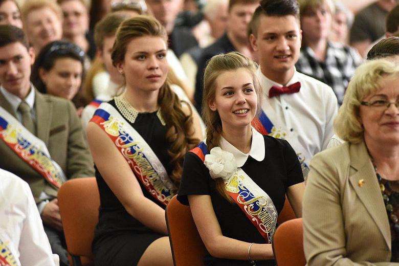 Лучшие ярославские выпускники получат повышенную премию