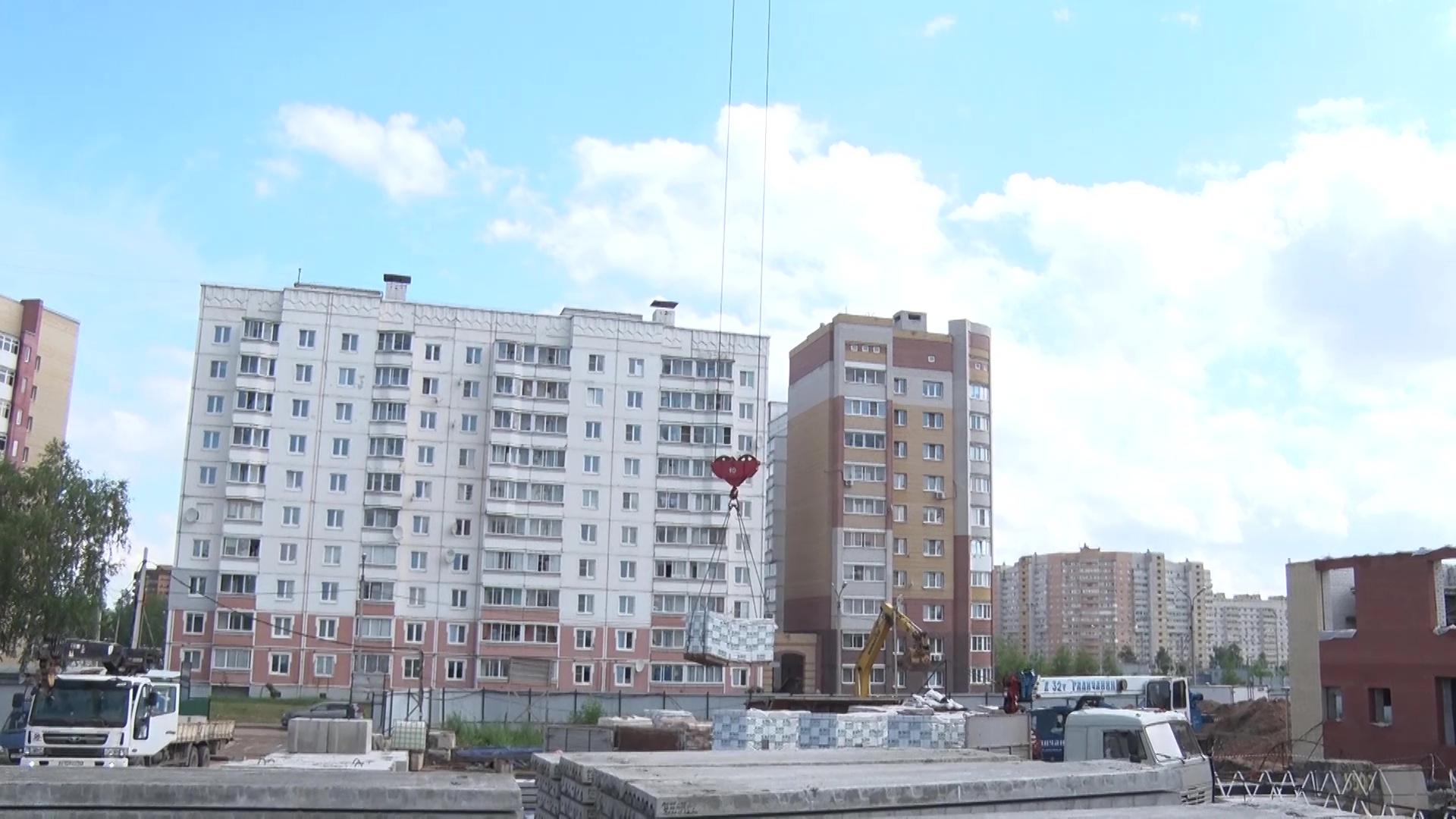 Профильная комиссия проинспектировала строительство школы и садика во Фрунзенском районе